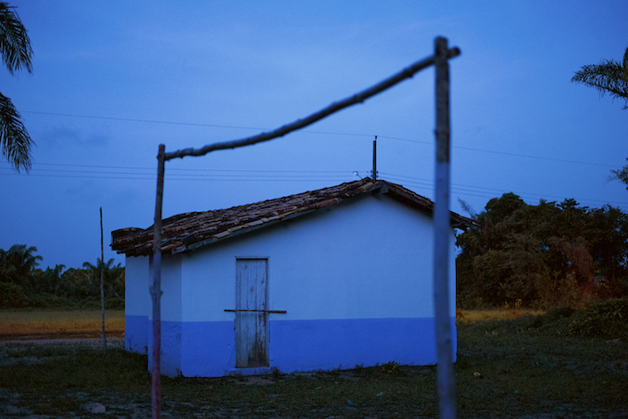 Igreja azul e trave, 2013