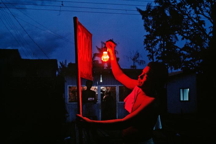 Homem e lâmpada açaí, 1990