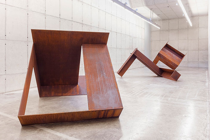 Vista da Exposição Planares, Galeria Leme, 2017. Foto: Filipe Berndt