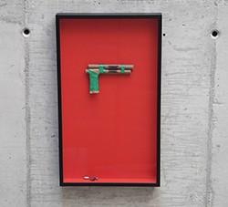 Igor Vidor_Caixa de Brinquedo - 9mm, 2018_Toy gun, bullet capsules_65 x 44 x 8 cm